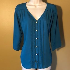 Super cute light weight blouse 3/4 sleeve
